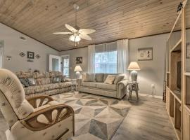 Crystal River Home with Dock, 1 Mile to Boat Launch, holiday home in Crystal River