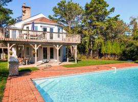 Lavish Southampton House with Private Beach and Pool!, hotel in Southampton