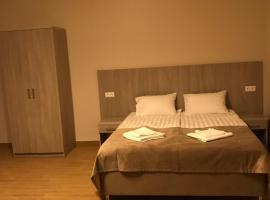 On Ivoviy Guest House, отель в Адлере, рядом находится Конькобежный центр «Адлер-Арена»