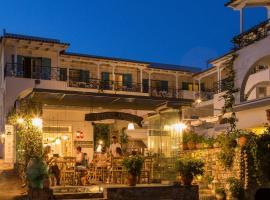 Σουίτες Οδύσσεια, ξενοδοχείο κοντά σε Μονή Ζωοδόχου Πηγής, Πόρος