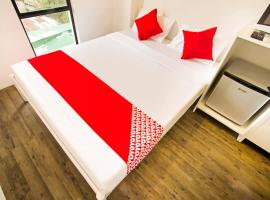 OYO 518 MyTown Amsterdam, отель в Маниле