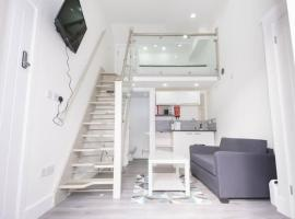 Quirky, Stylish & Modern Studio in Central Reading, hotel in London