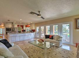 Waterfront Crystal River Home w/Dock & Fire Pit, holiday home in Crystal River