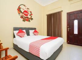 OYO 179 68 Residence, hotel near Mount Bromo, Surabaya