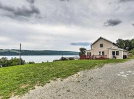 Home with Deck Walk to Seneca Lake and Downtown!, holiday home in Watkins Glen