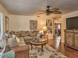 Retro Vero Beach Resort Home with Florida Room!, vacation rental in Vero Beach