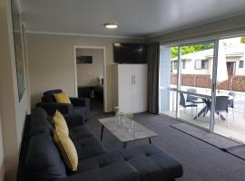 Lakeside Motel & Apartments, hotel in Te Anau