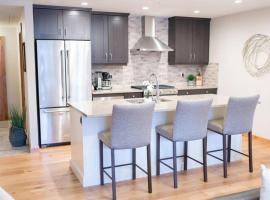 Spring Creek White Spruce Lodge by Mountain Haven Vacations, apartamento em Canmore