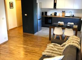 Cosy apartment, 50m from slopes - sleeps 8, 2 bathr