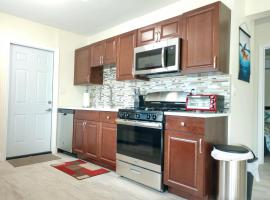 Couples & Family Retreat close to Airport, Cruiseport & Beach UVC PURIFIED!, vacation rental in Fort Lauderdale