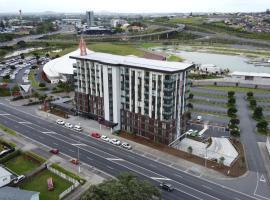 Ramada Suites by Wyndham Manukau, hotel in Auckland