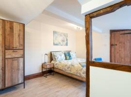 The Brewery lodge, cabin in Cirencester