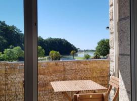 Bel appartement la Forêt-Fouesnant vue sur la baie, hôtel à bas prix à La Forêt-Fouesnant