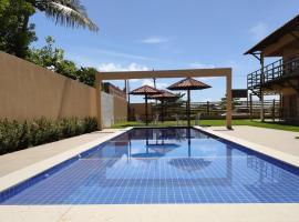 Apê Pertinho do Mar, hotel with pools in Barra de Santo Antônio