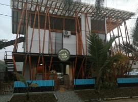 Challwa house, hotel in Ayampe
