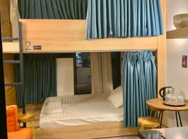 Red Roses Hostel Bui Vien, apartment in Ho Chi Minh City
