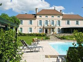 Chateau Du Mont Joly, hotel in Sampans