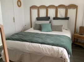 Appart 24 avec vue Port, hotel in Ouistreham