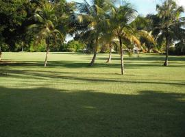 Lovely, Perfectly Located Studio Apartment, golf hotel in Bridgetown