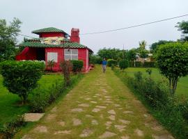 An Authentic Village Farm, country house in Jhānsi