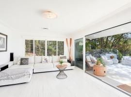 Stunning Oceanview Retreat Between Beach and Bush, hotel in Gold Coast