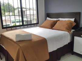 Hotel Tazumal House, hotel in San Salvador