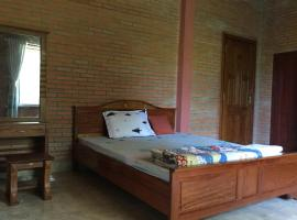 Nha nghi Sinh Thai Junction Lodge, accessible hotel in Quan Tom