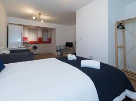 Studio apartment in Stoke-on-Trent city center, hotel in Stoke on Trent