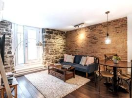 Gorgeous 1BR - Downtown Montreal - 1 Queen+Sofa-Bed, apartment in Montreal