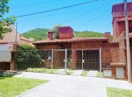 Casa Barrio Virgen del Cerro (Pileta + Cochera), villa en Salta
