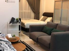 Modern Scandinavian Studio Unit at Queensbay Mall, hotel with jacuzzis in Gelugor