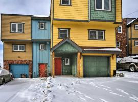 Fairplay Townhome with Deck -2 Blks from Main St, hotel with parking in Fairplay