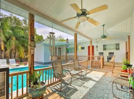 Homosassa Home with Pool Access - By Boat Launch, villa in Homosassa