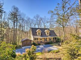 Remote Hendersonville Retreat with Deck and Fire Pit!, hotel in Hendersonville