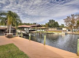 Waterfront Homosassa Home with Private Dock!, villa in Homosassa