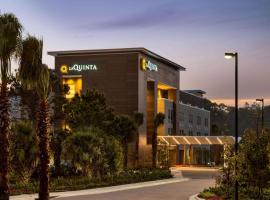 La Quinta Inn & Suites by Wyndham Orlando IDrive Theme Parks, hotel near Visit Orlando's Official Visitor Center, Orlando