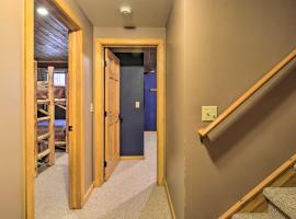 Boyne Mtn Cabin with Hot Tub Near Resort, hotel in Boyne City