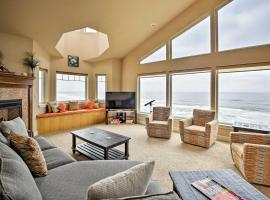 Oceanfront South Beach Home with Hot Tub and Sauna, hotel in Newport