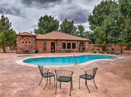Lovely Kanab Condo in Dwtn, 30 mi to Zion NP!, vacation home in Kanab