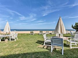Virginia Beach Studio with Balcony & Pool View!, apartment in Virginia Beach