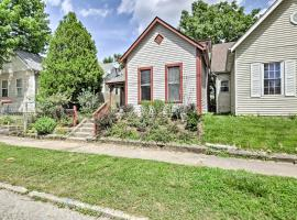 Updated Indianapolis Home, Walk to Lucas Oil!, accommodation in Indianapolis