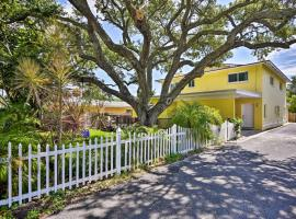Downtown Cocoa Beach Townhome-Steps to Shore!, vacation rental in Cocoa Beach