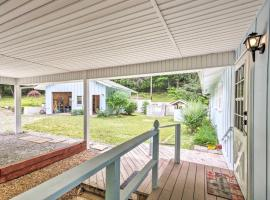 Cabin with Decks Bordering Dupont State Forest!, hotel in Hendersonville