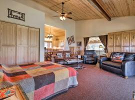 5-Acre Moab Studio with BBQ and Stunning Mtn Views, apartment in Moab
