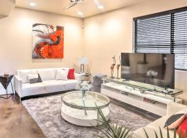 Modern Sedona Studio with Patio, Walk to Trails!, apartment in Sedona
