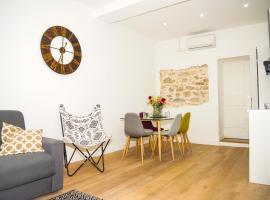 Superbe T2 idéalement situé et entièrement rénové, self catering accommodation in Antibes