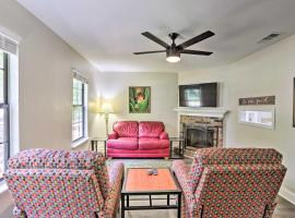Charming Tallahassee Townhouse, 3 5 Mi to FSU, vacation rental in Tallahassee
