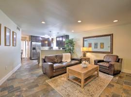 Modern PHX Condo with Private Terrace & Pool Access!, villa in Phoenix