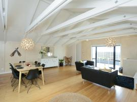 The Loft - Hastings Holiday Home With Wifi, hotel in Hastings