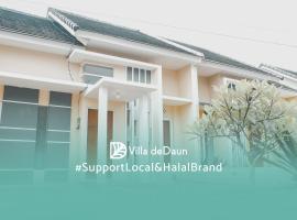 Villa deDaun - 2 Bedrooms, villa in Malang